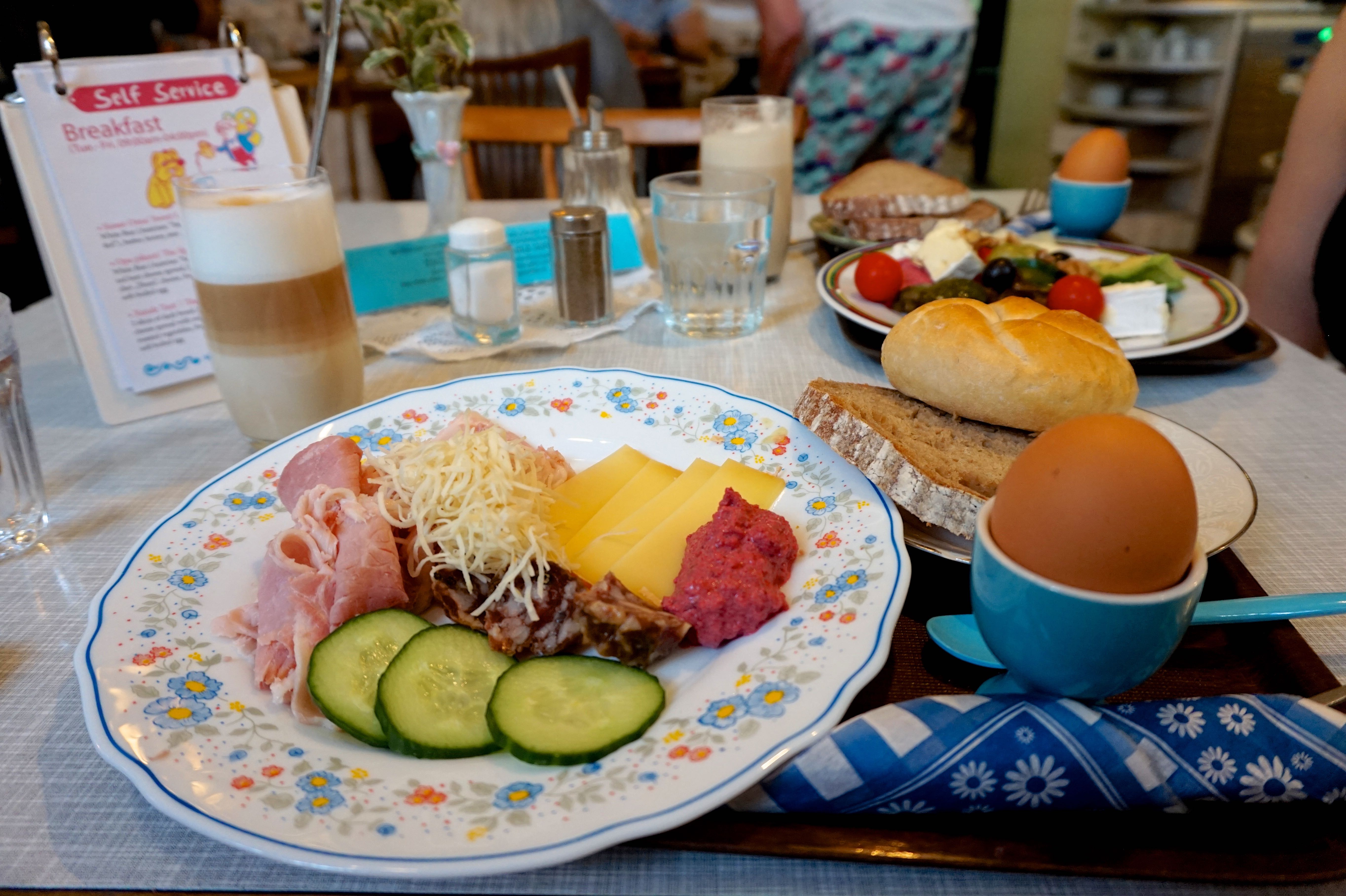 vollpension-eat-in-vienna-breakfast
